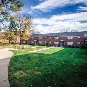 Hamilton Linden Gardens Apartments For Rent in Allentown, PA Courtyard